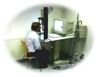 Abb.2: Testperson beim Eye-Tracking Test (Quelle: Fuchs et al. 2009)